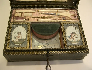 NÉCESSAIRE DE COUTURE BRODERIE PAR GARNESSON AU PALAIS ROYAL, vers 1825